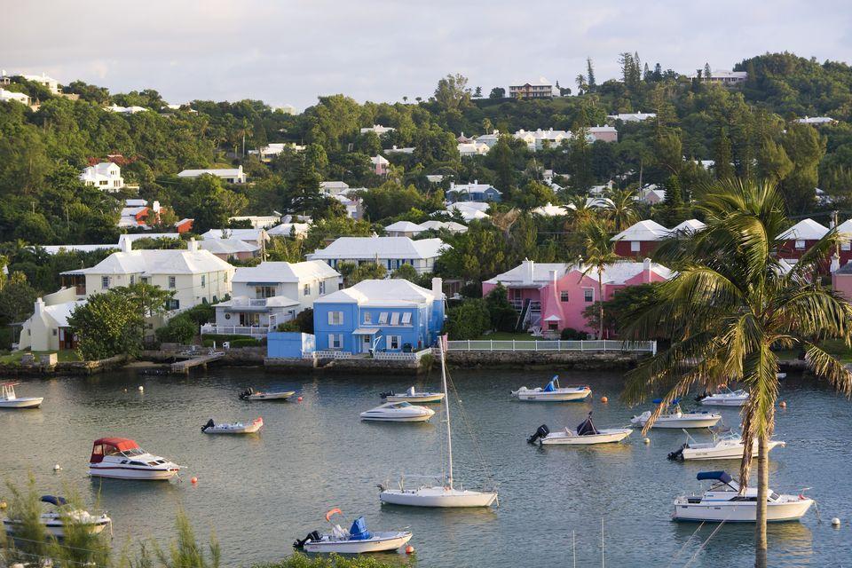 Bermuda, Hamilton, Hamilton harbour, colourful houses and boats