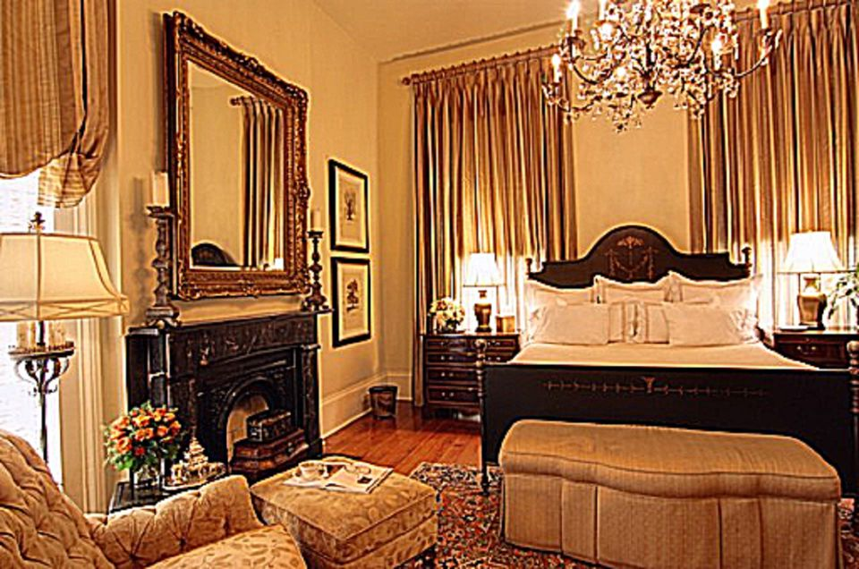 romantic bedroom furniture. Brown romantic bedroom  What is the Romantic Decorating Style