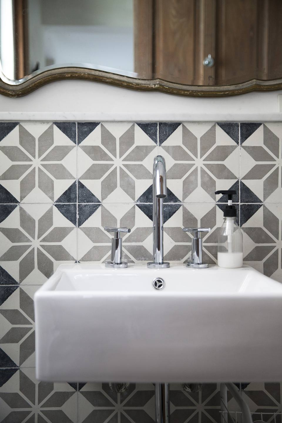 Bathroom wall tile guide from porcelain to mosaics bathroom wall tile porcelain mosaic dailygadgetfo Image collections