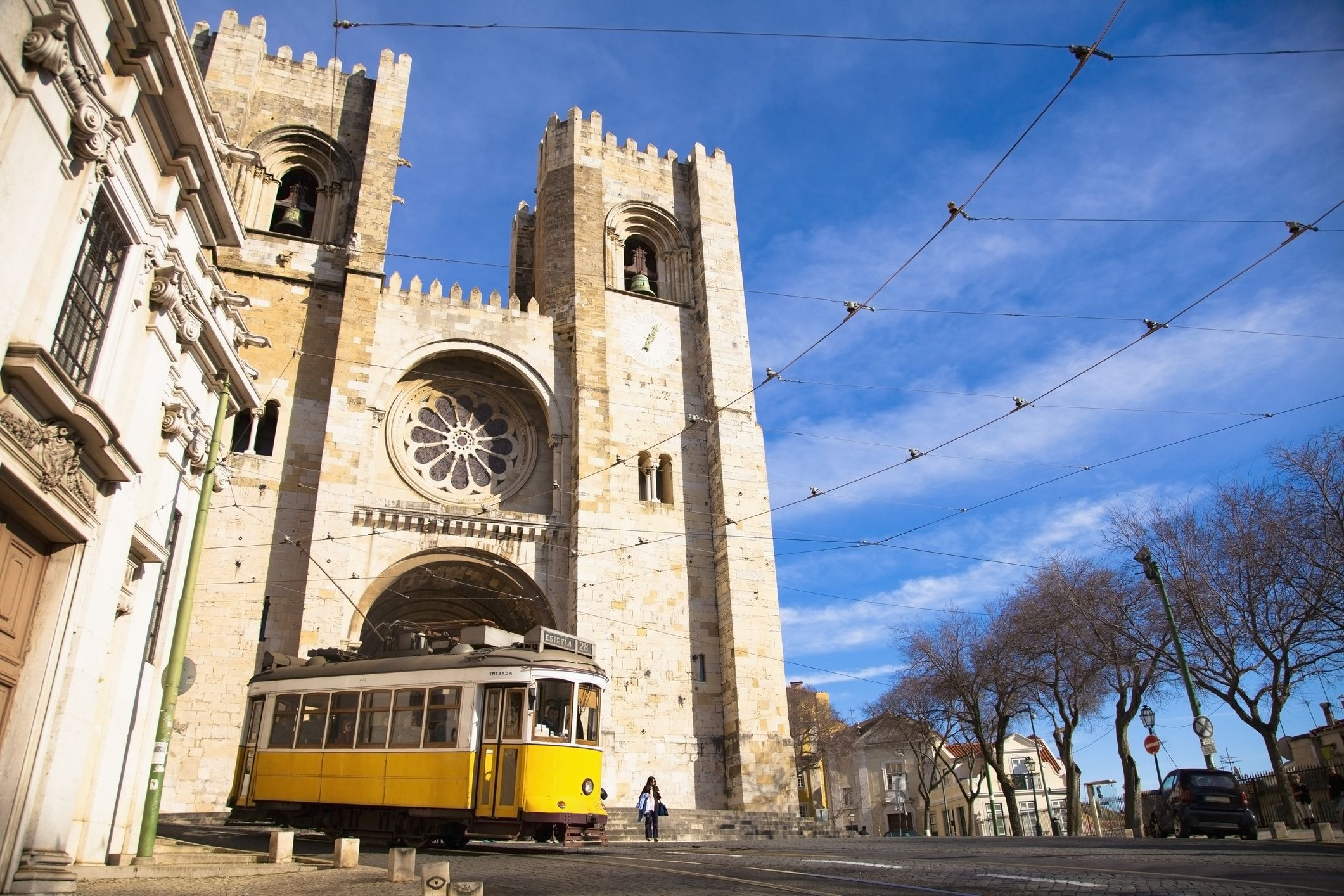 Capital City Auto >> How to Ride the Tram in Lisbon