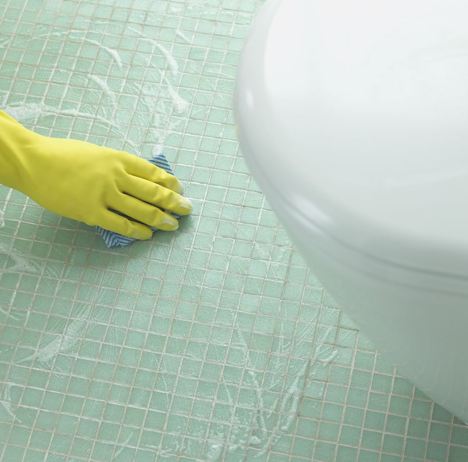 how to fix a leaky toilet base