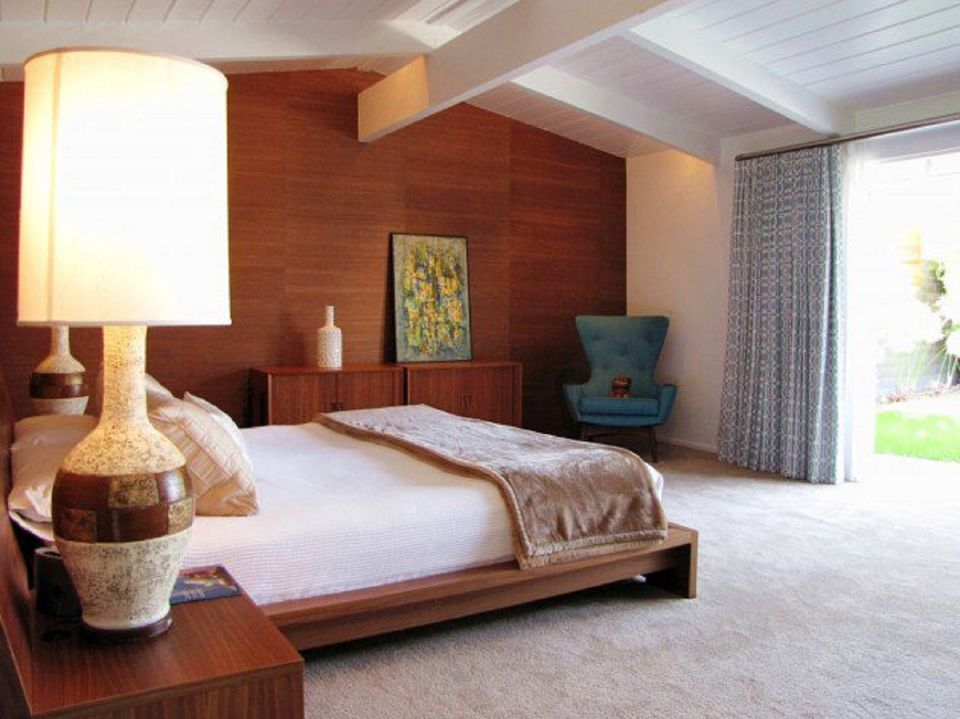 Midcentury modern bedroom decorating ideas for Mid century modern bedroom set