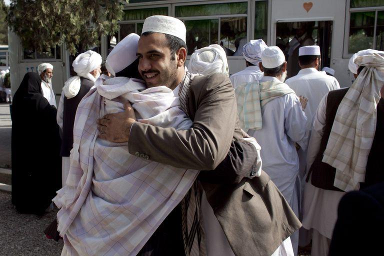 Afghans greet Hajj pilgrims