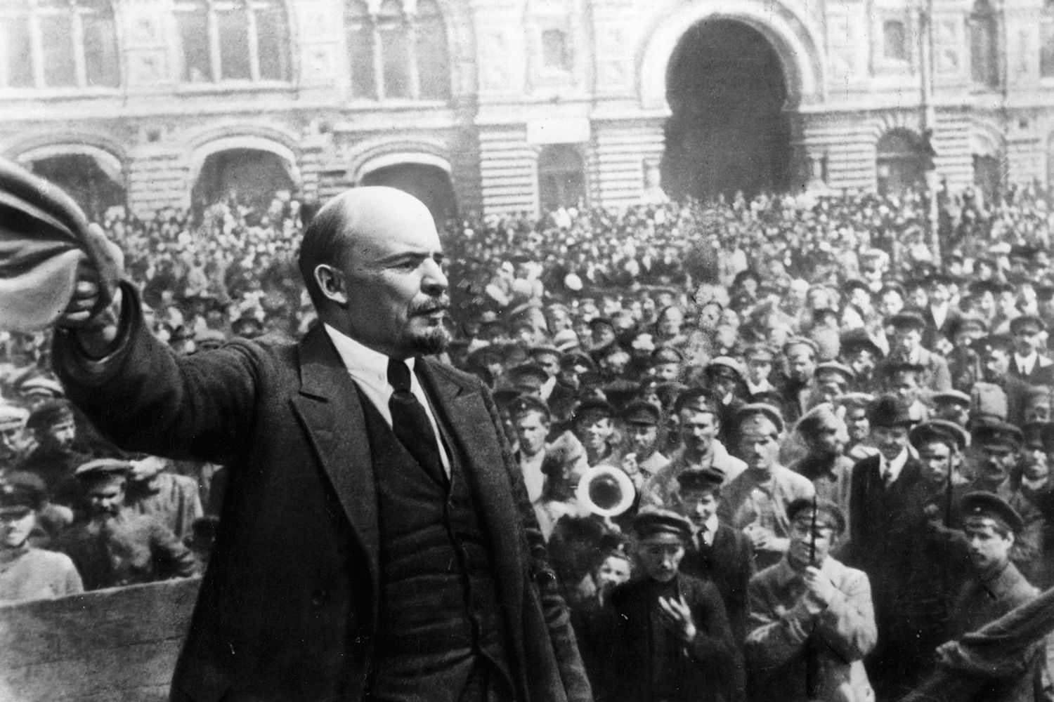 the role of vladimir ilich lenin in the russian october revolution