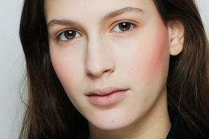 4 Ways to Achieve Fuller-Looking Brows 4 Ways to Achieve Fuller-Looking Brows new images