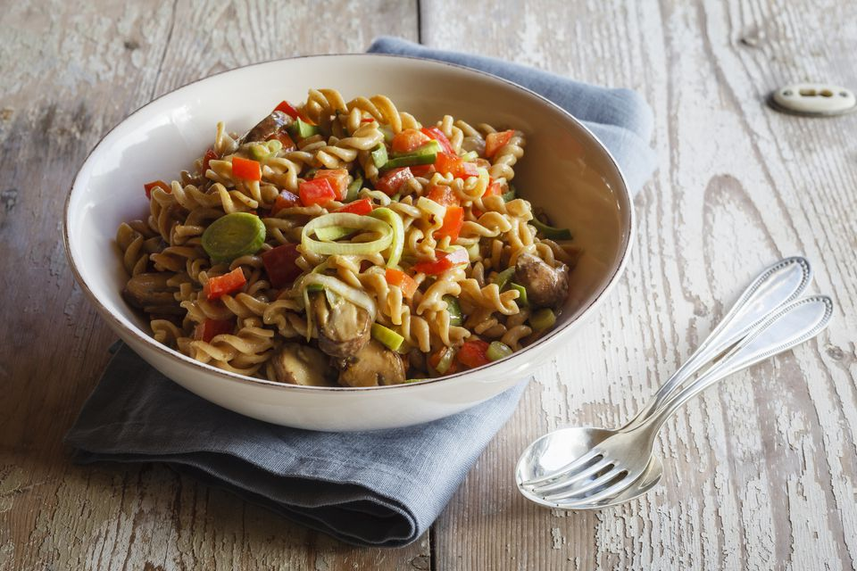 Whole meal pasta salad with champignons and bell pepper