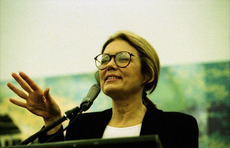 Gloria Steinem, icono del feminismo de los años 60, en 1995