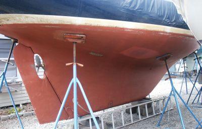 full keel sailboat