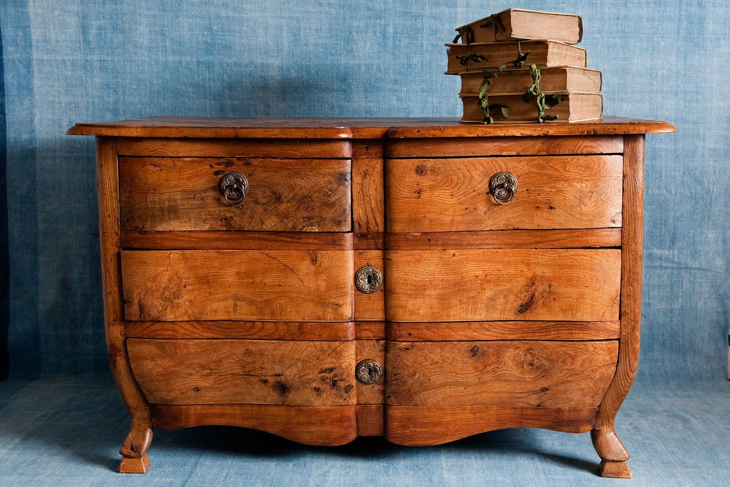 Dating Antique Furniture - Should You Restore And Refinish Antique Furniture?