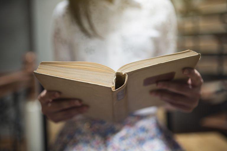 Leyendo poesía