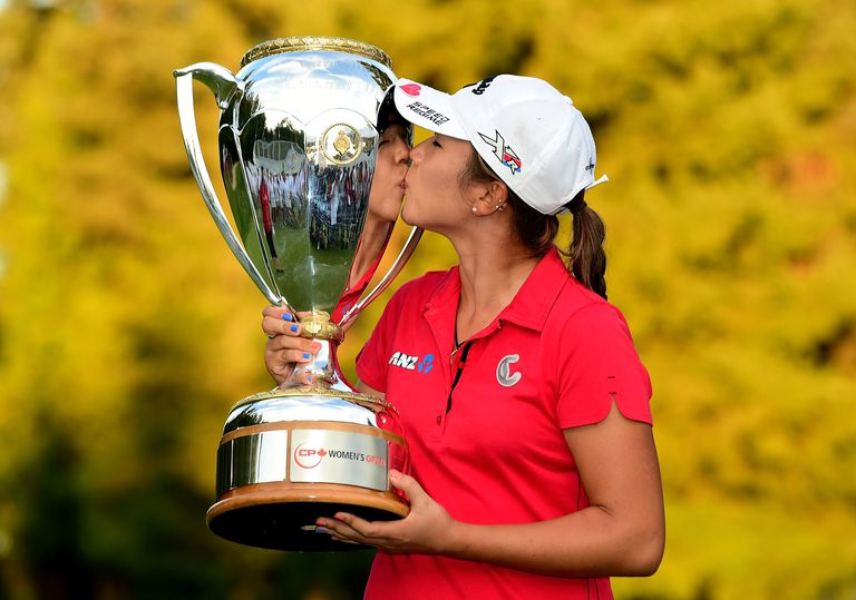 Lydia Ko kisses the Canadian Pacific Women's Open trophy after winning in 2015