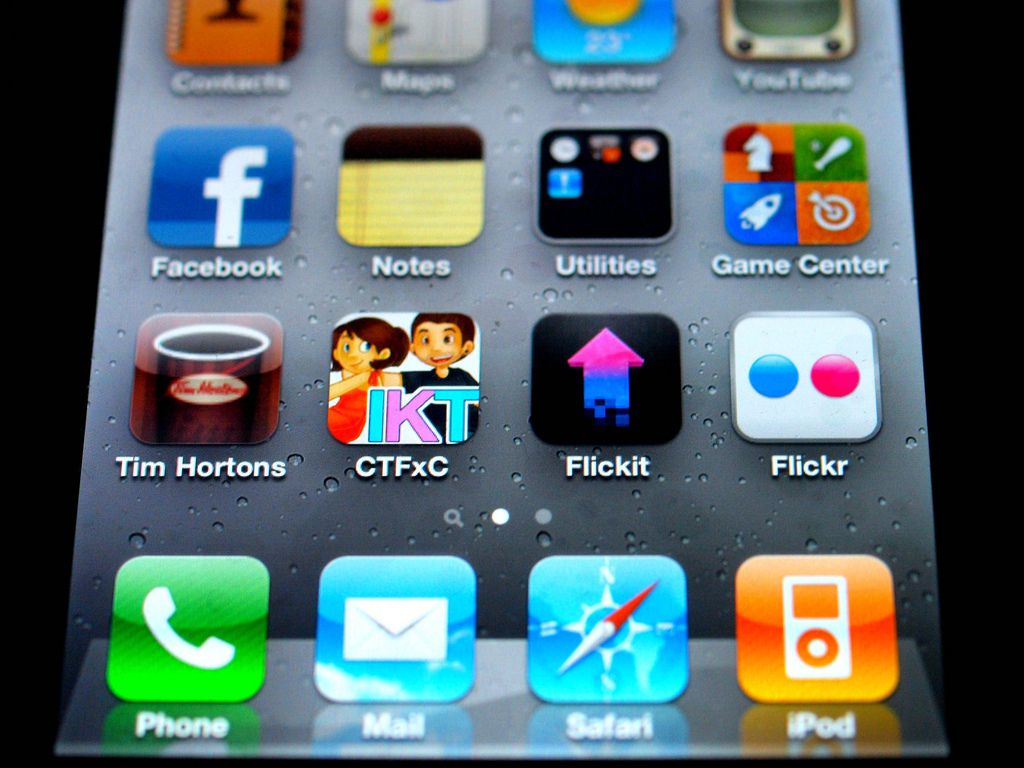 Can you delete the apps that come with the iphone 5 ways to delete apps on ipod touch ccuart Gallery