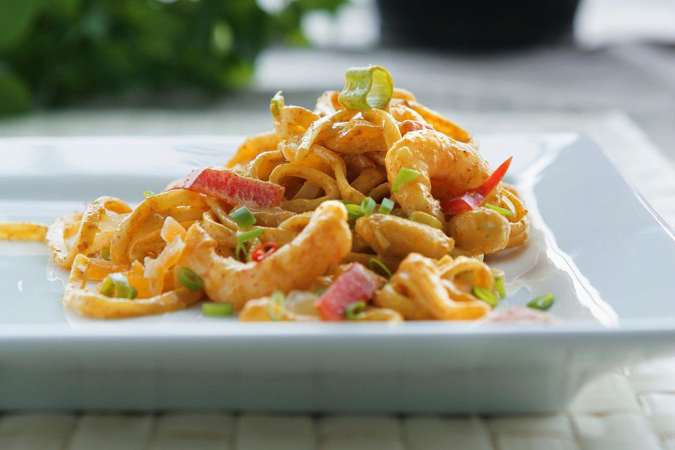 Shrimp with Curry, Green Onions, and Pasta