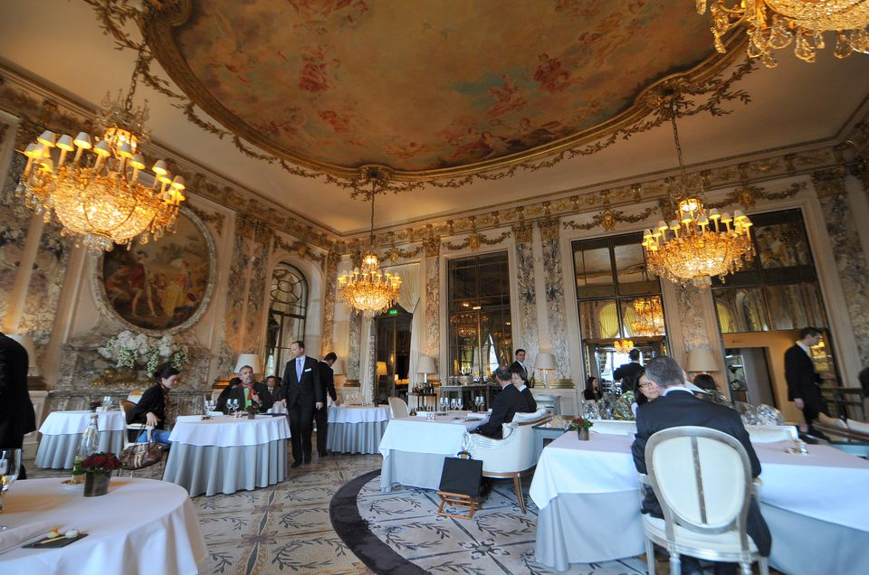 Top 11 gourmet french restaurants in paris with michelin stars for Gourmet hotels
