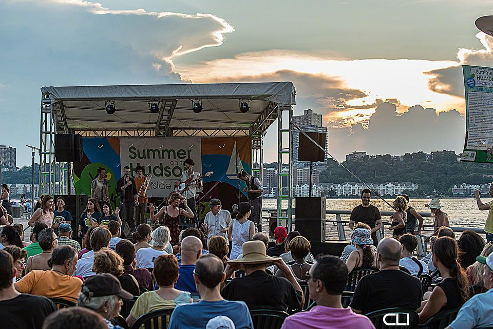 bartok-july-7-with-stage-crowd-n-banner-c-Elliot-Clearlight.jpg