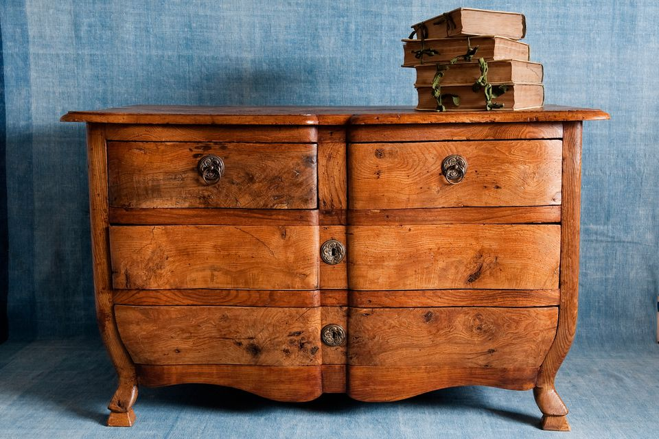 Andreas von Einsiedel / Getty Images - Learning How To Date Antique Furniture