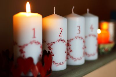 advent wreath learn the meaning symbols customs. Black Bedroom Furniture Sets. Home Design Ideas