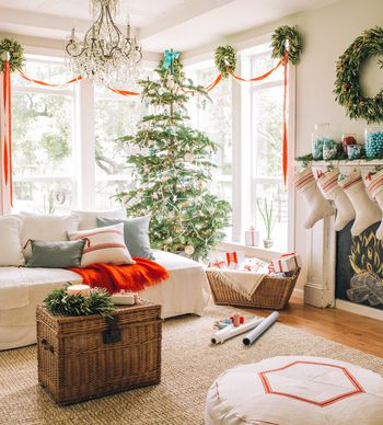 How to Decorate for Christmas With a Theme