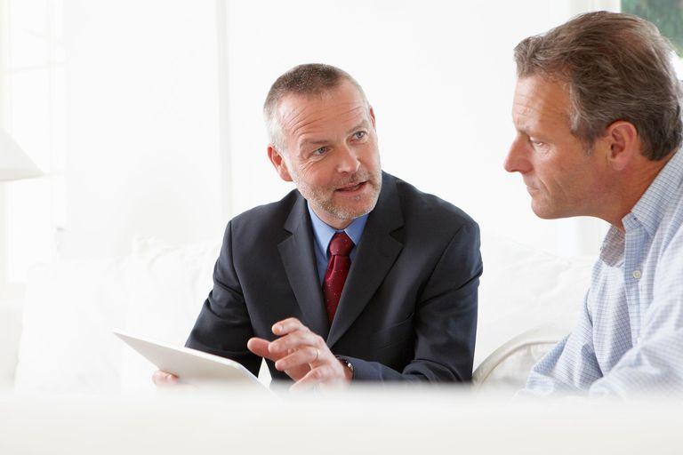 Advisor talking to customer