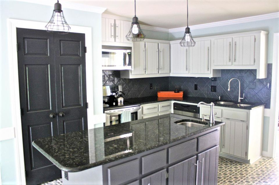 10 painted kitchen cabinet ideas for Samples of painted kitchen cabinets