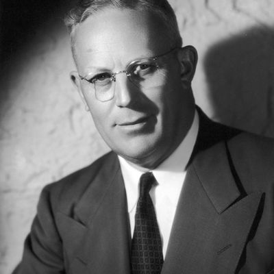 chief justices earl warren and william rehnquist When william rehnquist became chief justice and took  list of united states chief justices by time  (1998) chief justice earl warren: super chief in.