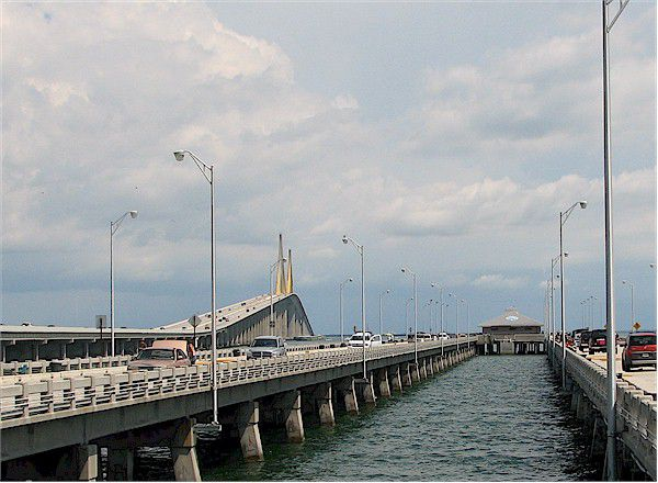 Top florida piers for travelers and anglers for Tides 4 fishing skyway