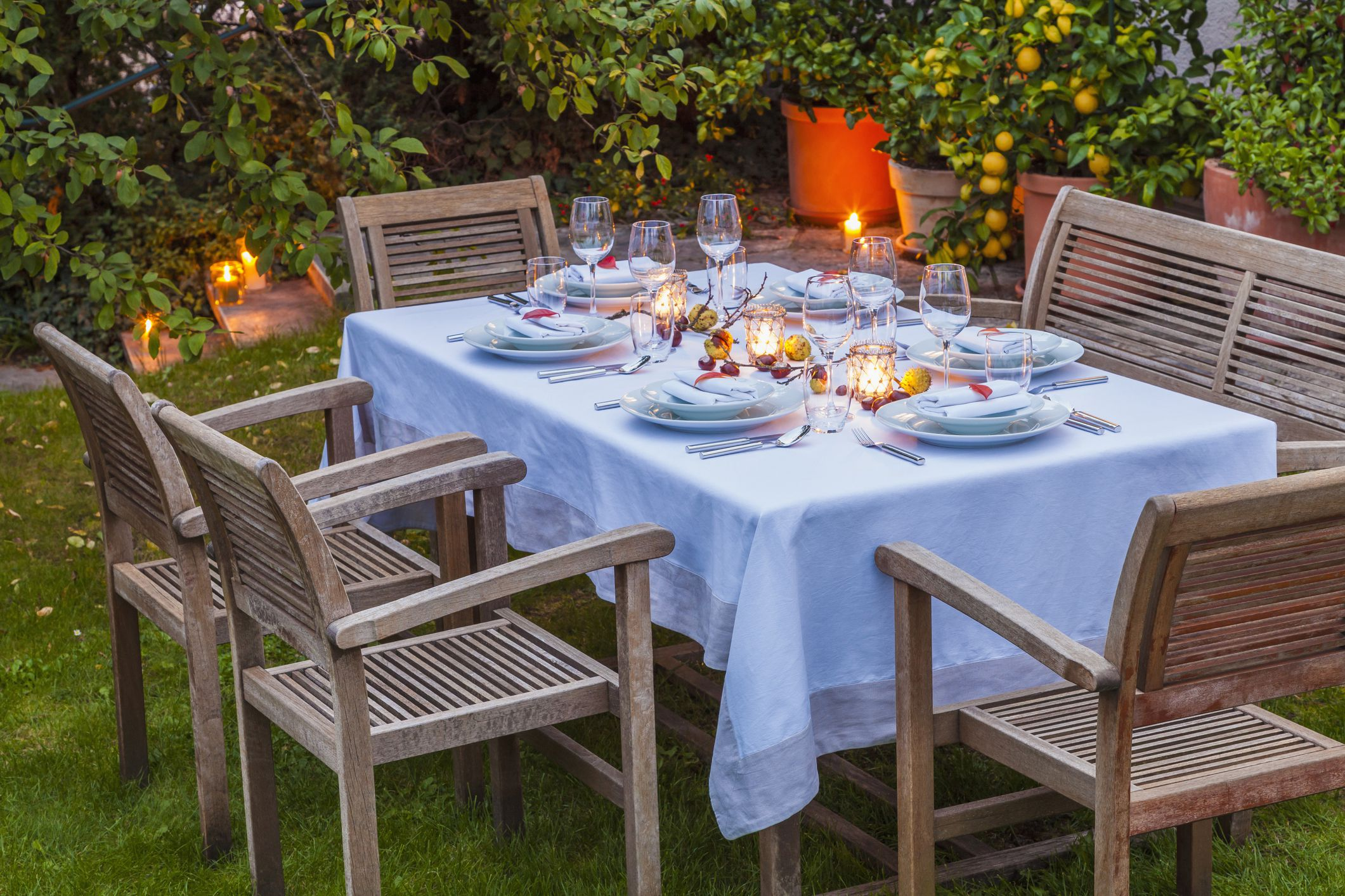 Pretty and Practical Outdoor Tablecloths