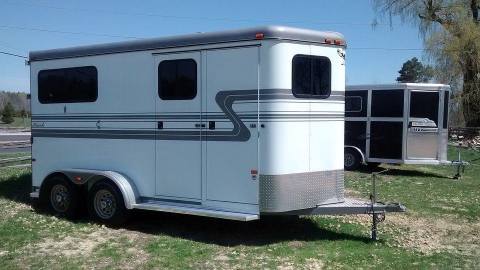A white horse trailer.
