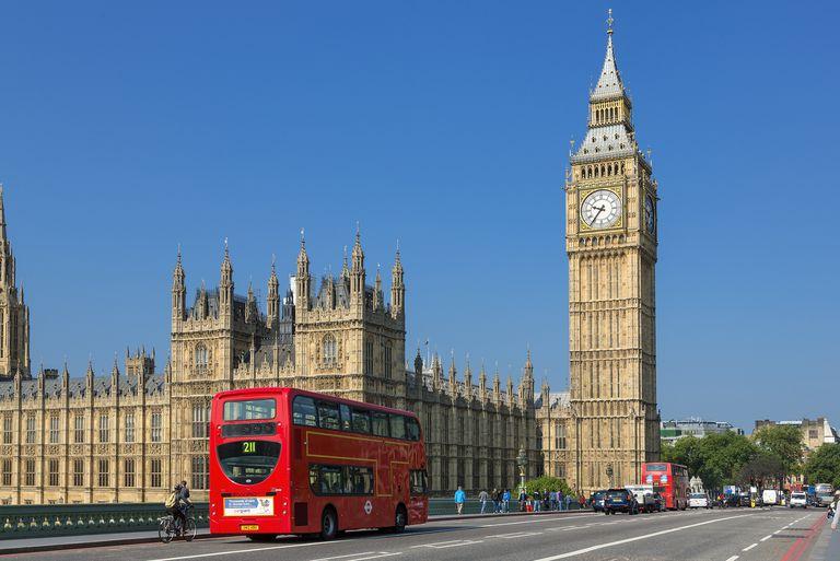 London, Big Ben and traffic on Westminster Bridge