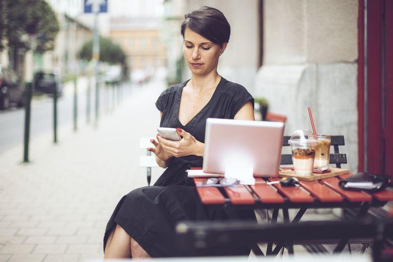 Businesswoman having breakfast in a coffee shop