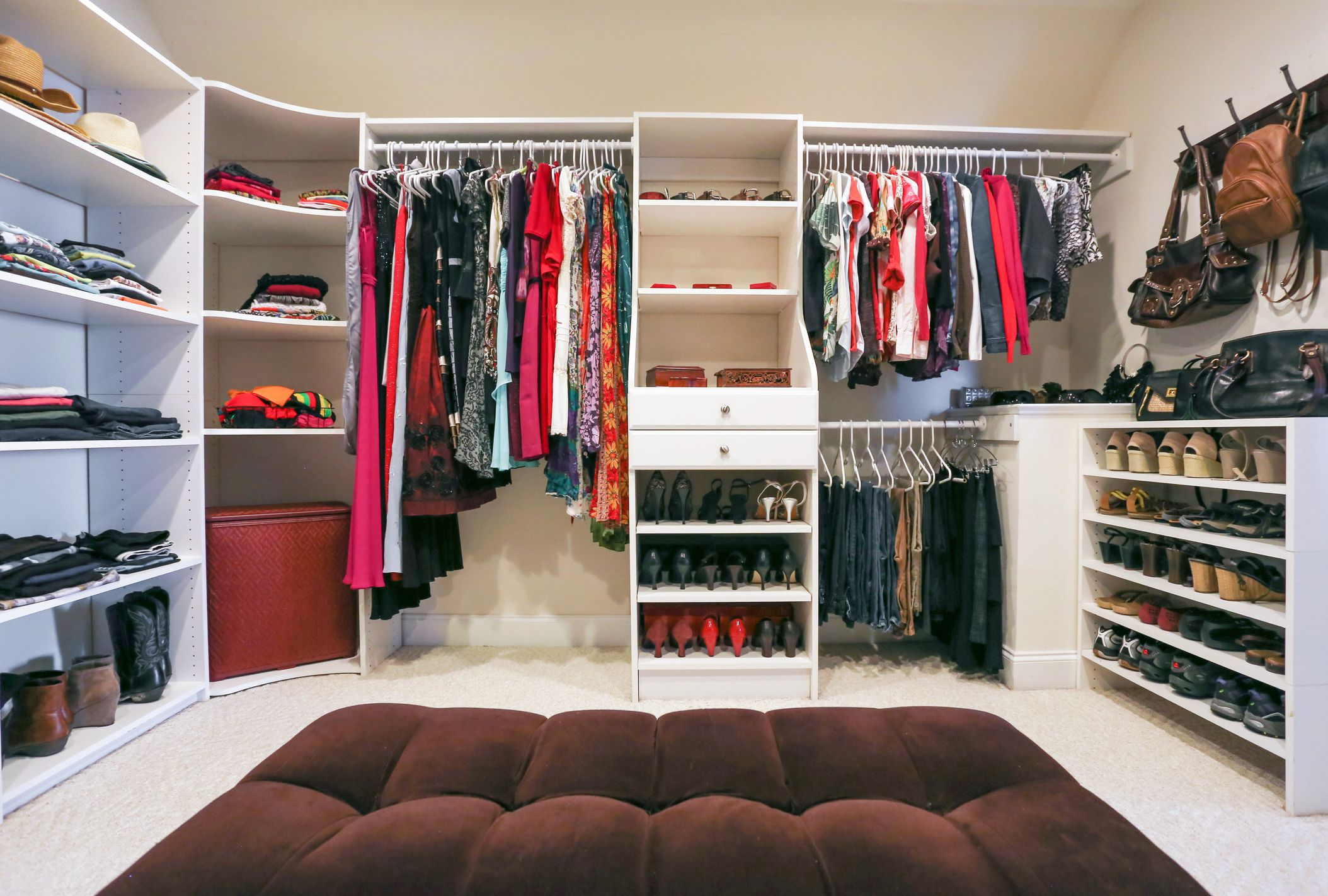 How To Declutter The Closet In 30 Minutes