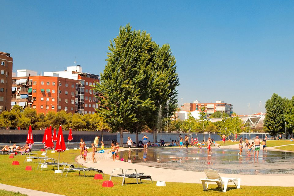 The Madrid Rio Project, also known as the Urban Beach, is a relatively new project located on the Madrid Rio. This location is a strange combination between a beach and a pool, but nonetheless, it totally qualifies for this list.