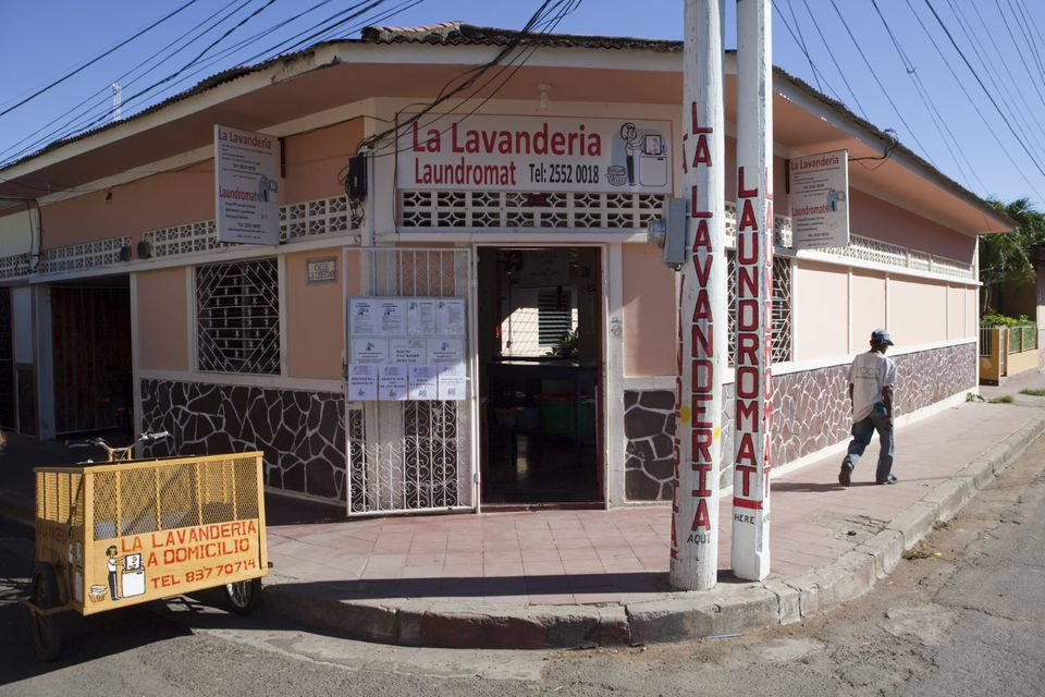 A typical lavanderia laundry service