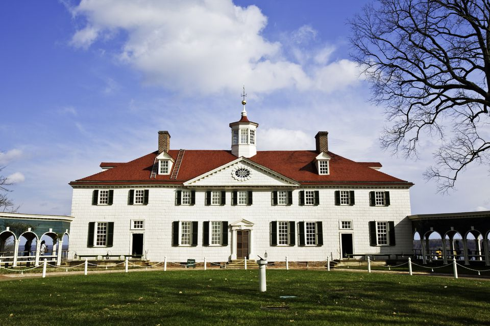 Mount Vernon Estate with spring colors