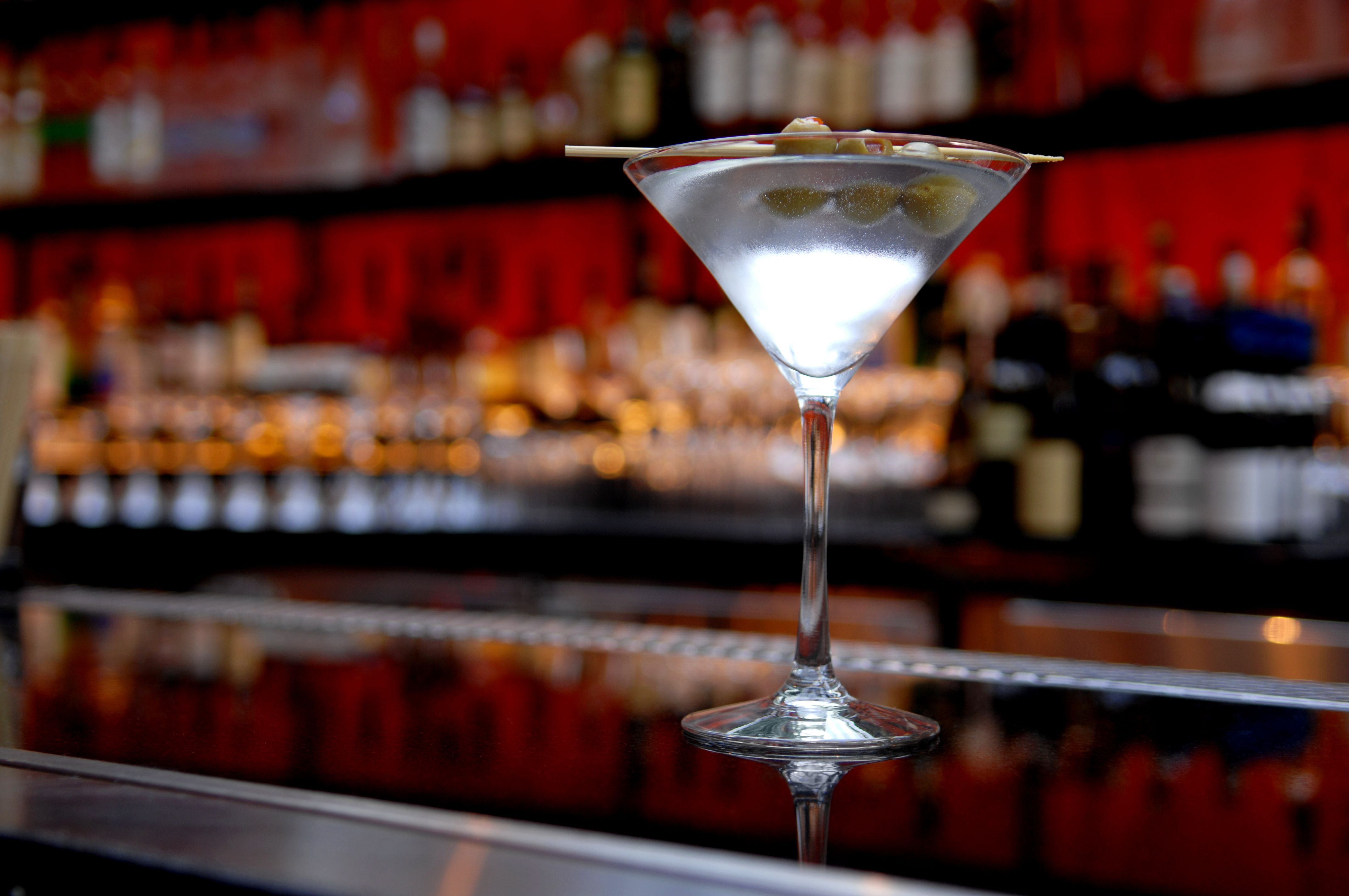 10 Essential Classic Cocktails You Need To Know
