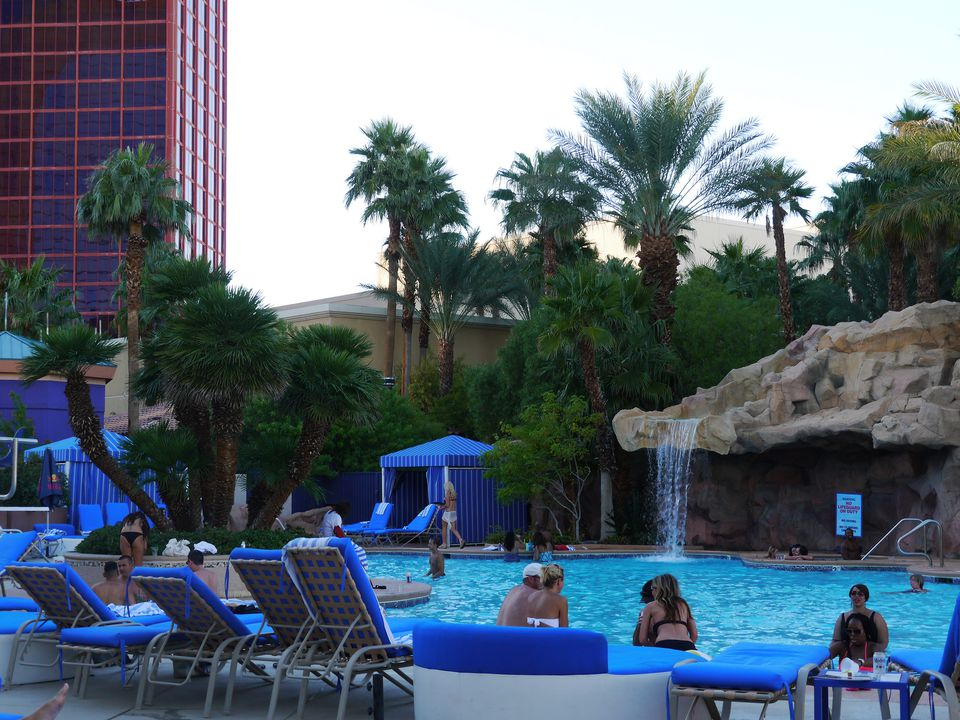 The best pools in las vegas for Pool and patio show las vegas
