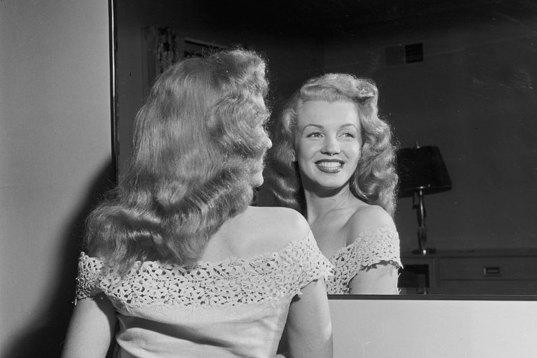 Marilyn Monroe reflected in a mirror: June 1949