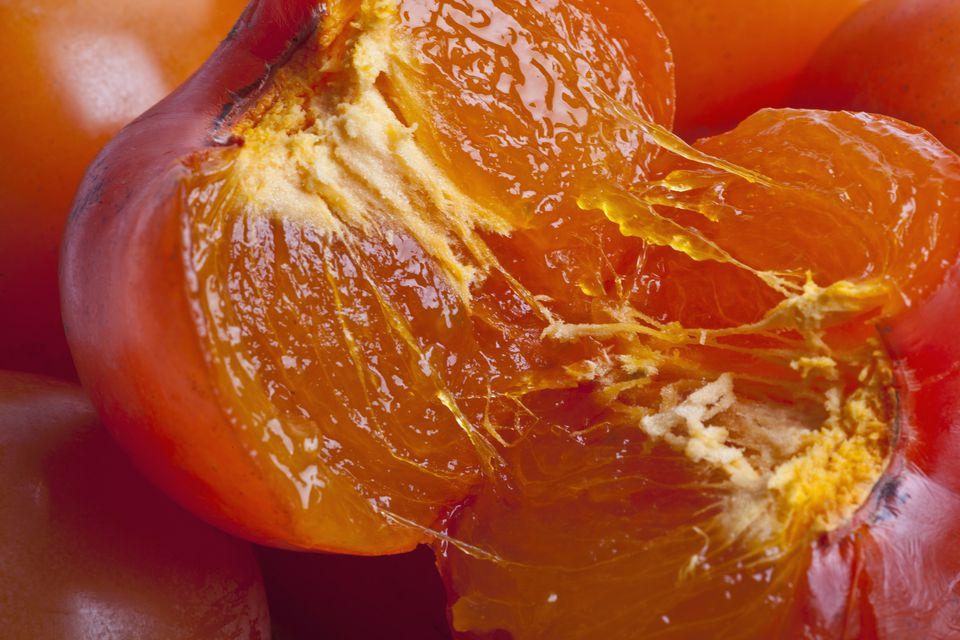 An autumn recipe persimmons in liquor cachi al liquore for Cachi persimon