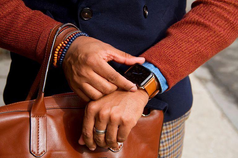 wearing apple watch