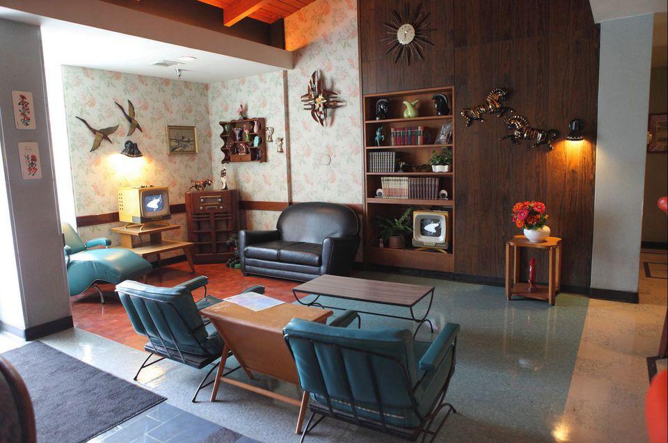 Mid century modern living room elements for Room design elements