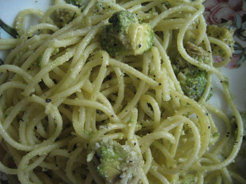 Avocado pasta with pesto