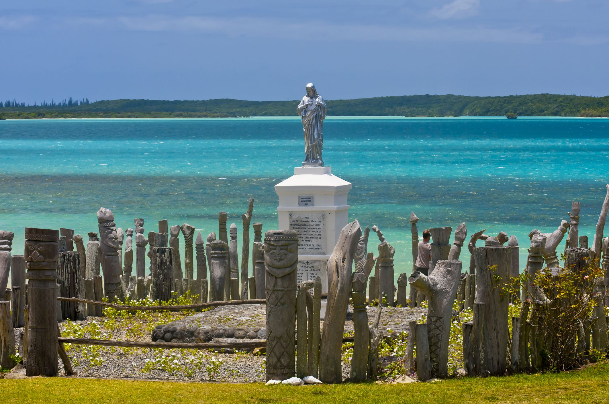 how to travel new caledonia