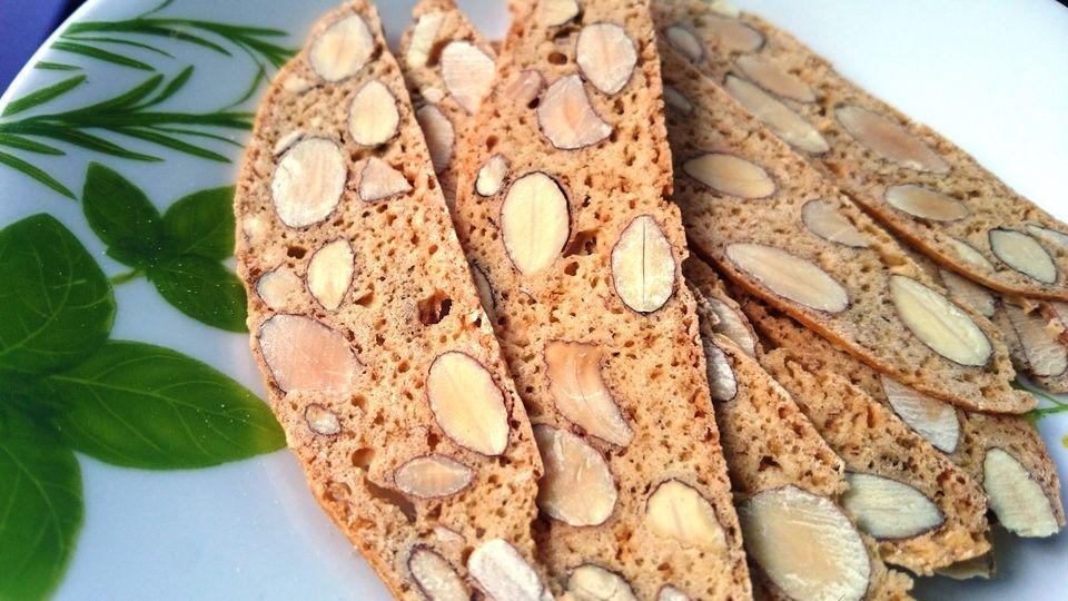 Honey almond biscotti