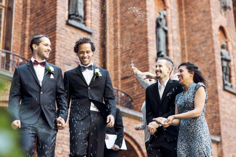 Pareja gay recién casada