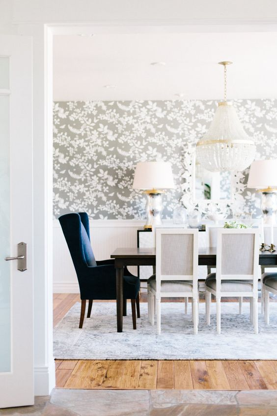 25 amazing dining rooms with wallpaper for Modern wallpaper designs for dining room