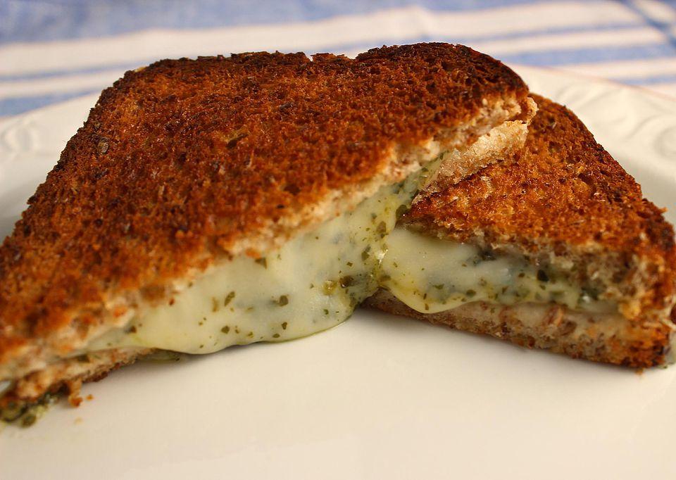 Baked-Grilled-Cheese-Pesto-Sandwich.jpg