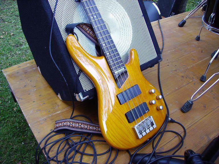 Bass guitar equipment