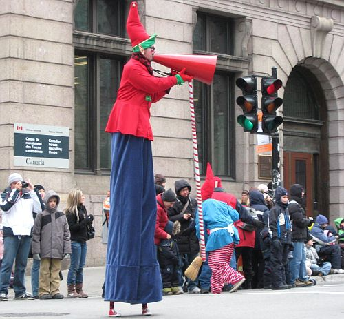 Elf on stilts at the 2008 Montreal Santa Claus Parade / Defile du Pere Noel