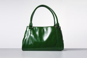 4 Exciting Handbag Colors That Go With Everything (and Arent Black)