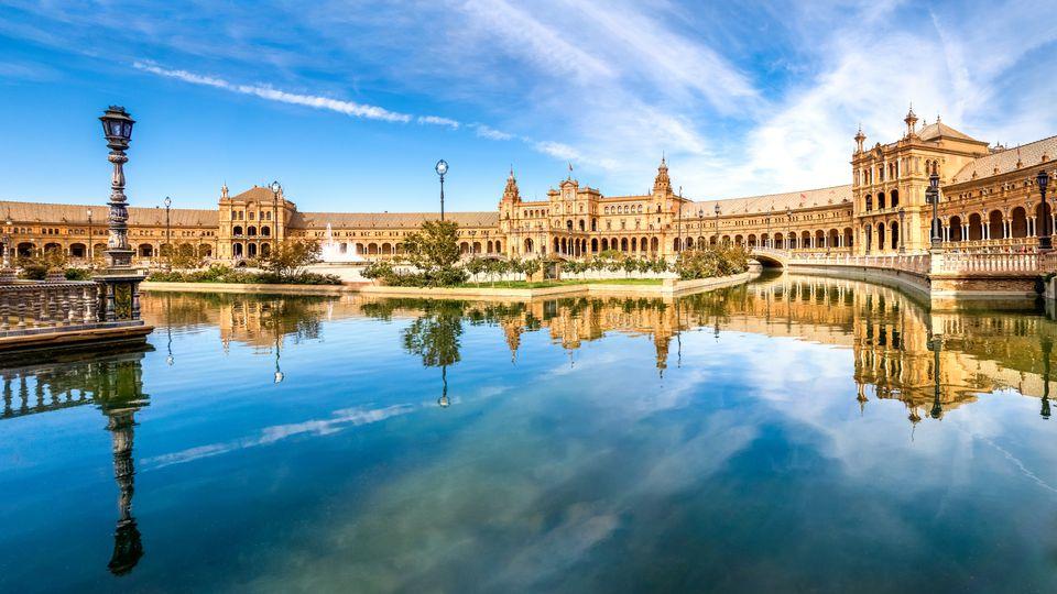 Spain, Andalusia, Seville Province, Malaga, Plaza de Espana